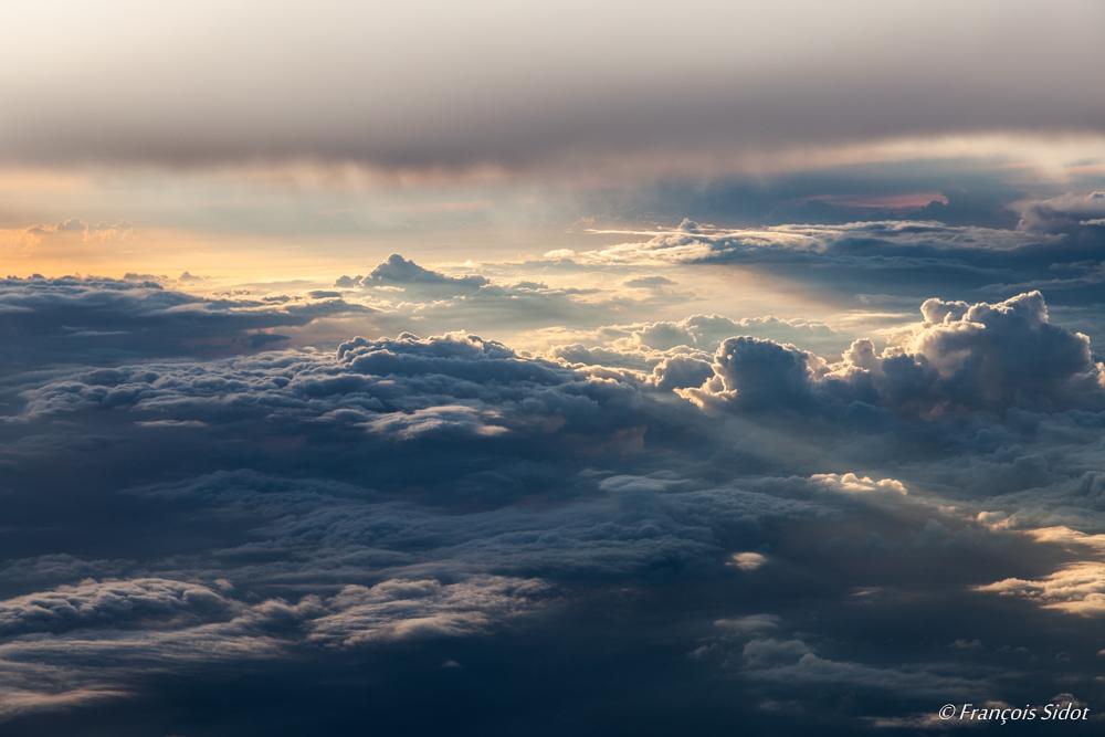 Couché de soleil sur les nuages 1