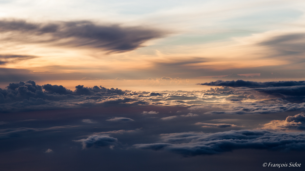 Couché de soleil sur les nuages 2